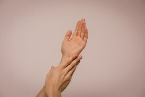 Read more about the article RHEUMATISM: WHY DO I HAVE PAIN IN MY KNEE JOINTS AND HANDS?