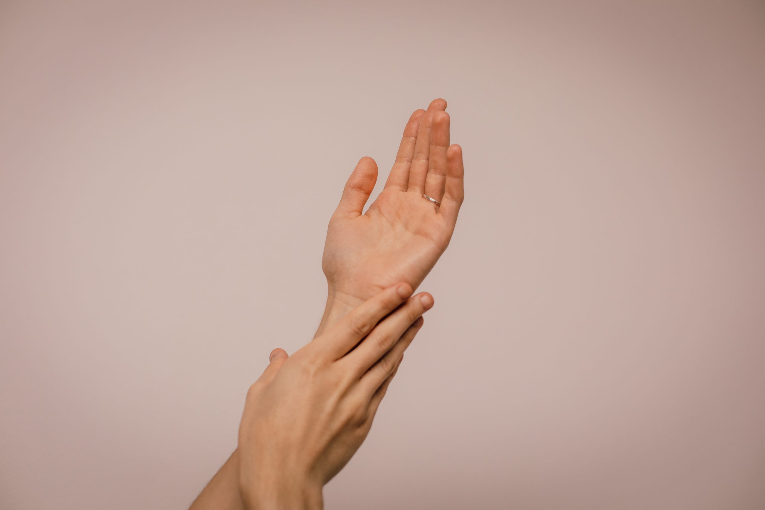 You are currently viewing RHEUMATISM: WHY DO I HAVE PAIN IN MY KNEE JOINTS AND HANDS?